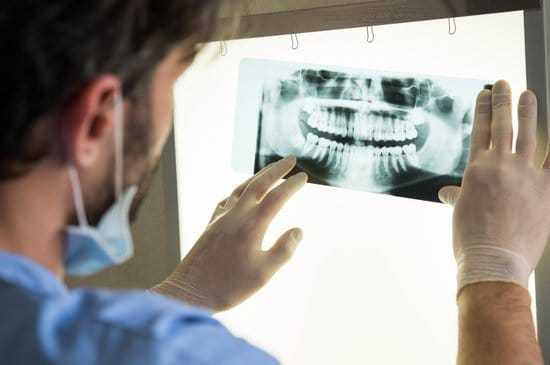 What are the types of dental prosthesis?